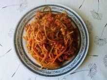Spaghetti bolognese z papryką i marchewką