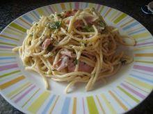 Spaghetti carbonara z szynka i papryka