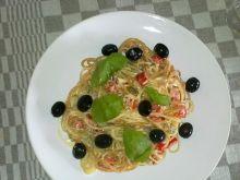 Spaghetti kolorowe z papryką.