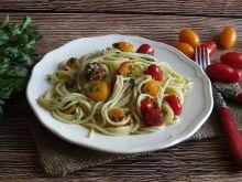 Spaghetti pietruszkowo czosnkowe z pomidorkami