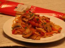 Spaghetti po sycylijsku z warzywami