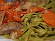 Spaghetti szpinakowe z warzywami