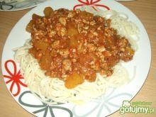 Spaghetti w sosie pomidorowym z cukinią