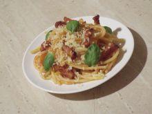 Spaghetti z boczkiem w pomidorach