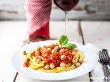 Spaghetti z cieciorką w sosie bałkańskim