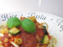 Spaghetti z cukinią i cieciorką
