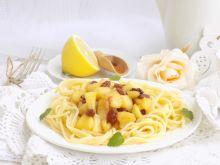 Spaghetti z cynamonowymi jabłkami
