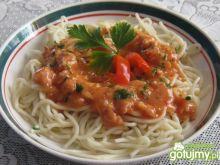 Spaghetti z domowym sosem.