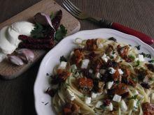 Spaghetti z filetem śledziowym i mozzarellą