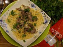 Spaghetti z indyczymi żołądkami w musztardowym