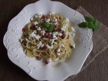 Spaghetti z kiełbasą i białym serem