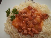 Spaghetti z kiełbasą i cukinią