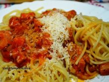 Spaghetti z kiełbasą i sosem Napoli