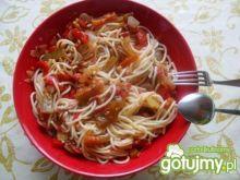 Spaghetti z kolorową papryką