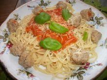 Spaghetti z kulkami mięsnymi i sosem pomidorowym
