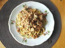 Spaghetti z kurczakiem w sosie kurkowym