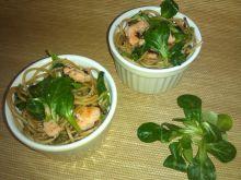 Spaghetti z łososiem i roszponką