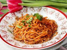 Spaghetti z marchewki z miodem i płatkami lnianymi