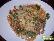 Spaghetti z mieloną wołowiną i warzywami