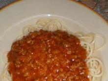 Spaghetti z mięsem mielonym i sosem