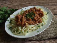 Spaghetti z mięsnym sosem cukiniowym na pomidorowo