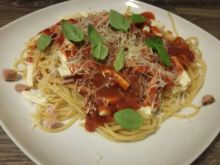 Spaghetti z oscypkiem i szynką