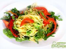 Spaghetti z papryką i rukolą