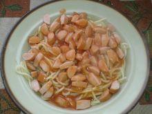Spaghetti z parówką i sosem paprykowym