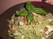 Spaghetti z pesto z bobu i bazylii