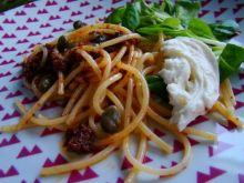 Spaghetti z pesto z suszonych pomidorów