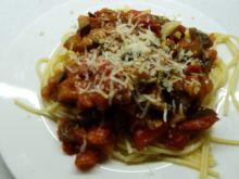 Spaghetti z pomidorami i bakłażanem