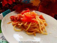 Spaghetti z pomidorami i grana padano