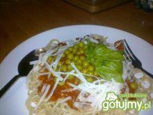 Spaghetti z pomidorami i groszkiem