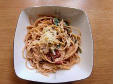 Spaghetti z pstrągiem i szpinakiem