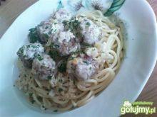 Spaghetti z pulpetami w sosie śmietanowy