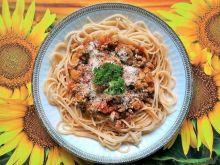 Spaghetti z sosem mięsnym i pomidorami