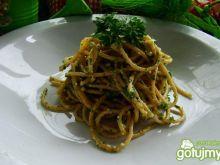 Spaghetti z sosem orzechowo-pietruszkowy