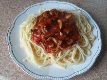 Spaghetti z sosem pieczarkowym w pomidorach