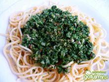 Spaghetti ze szpinakiem i mięsem mielony