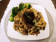 Stek z polędwicy wołowej na tagliatelle grzybowym