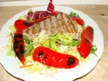 Stek z tuńczyka grillowany z papryką