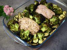 Stek z tuńczyka pieczony z warzywami
