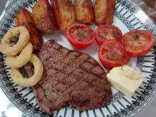 Steki wołowe z masłem i kalmarami