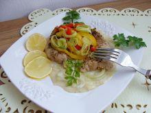Sum pieczony w warzywach z sosem porowym