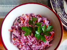 Surówka coleslaw z białej i czerwonej kapusty