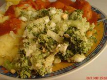 Surówka czosnkowa z brokułami