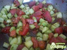 Surówka do obiadu ogórek-pomidor