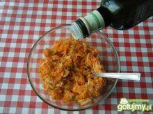 Surówka marchewki, jabłka i chrzanu