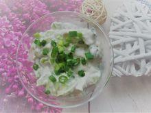 Surówka: ogórki z jogurtem
