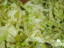 Surówka warzywna z kiełkami rzodkiewki